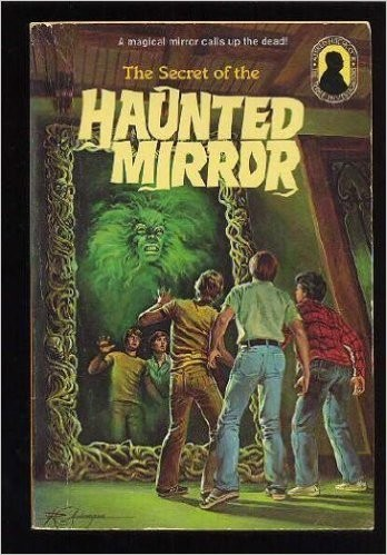 Alfred Hitchcock and the three investigators in The secret of the haunted mirror.