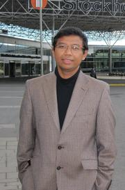 Photo of Riant Nugroho Dwijowijoto